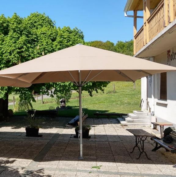 Grand parasol cherche nouveau propriétaire